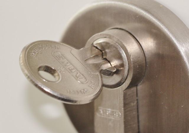 door-lock-407427_640.jpg